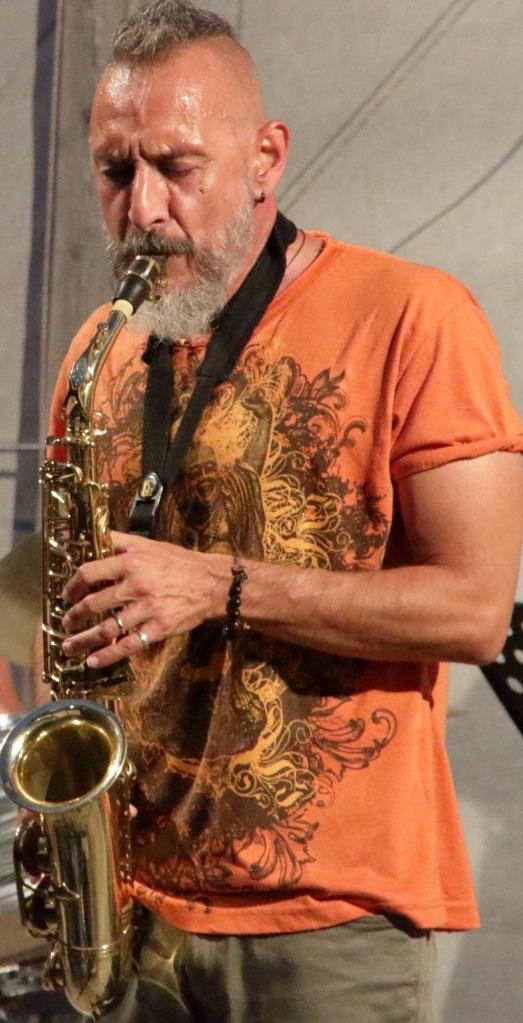 Giuseppe, imparare il sassofono non è mai stato così divertente